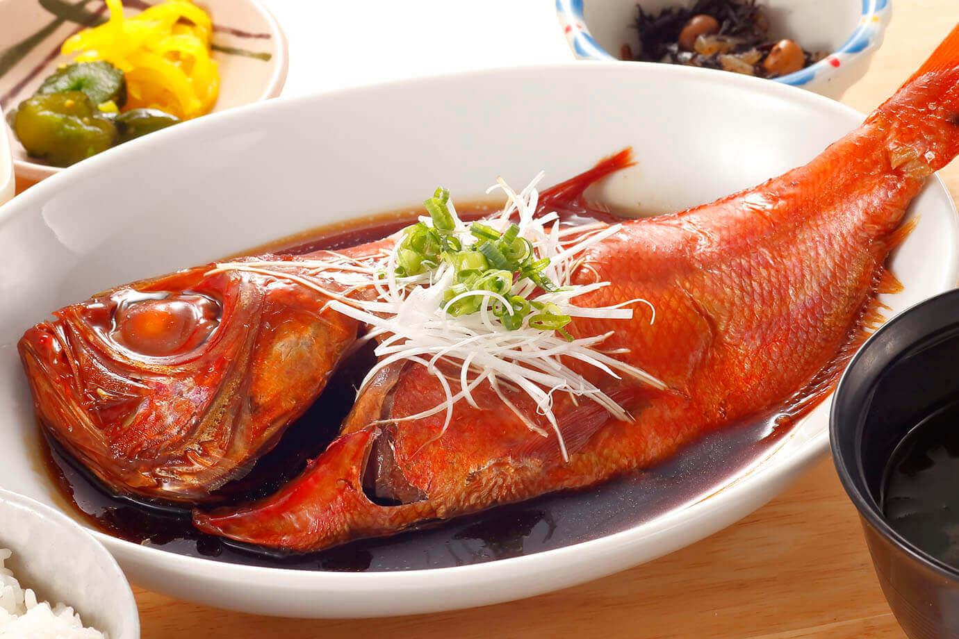 まかない丼に海鮮丼、フライ、干物、から揚げ