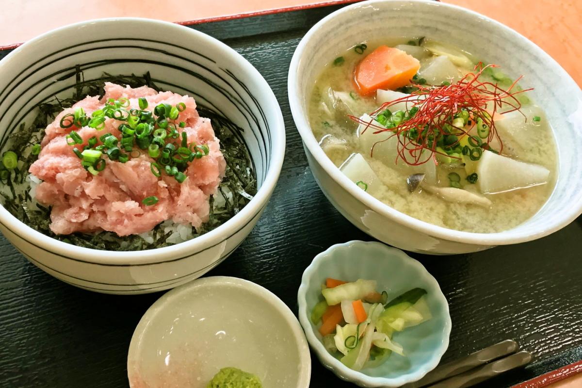ネギトロ丼と豚汁定食